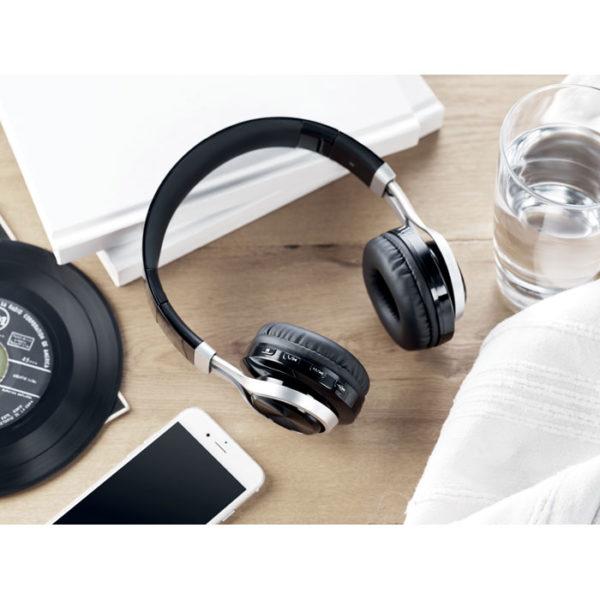 cuffie personalizzate bluetooth on ear colore nero su scrivania