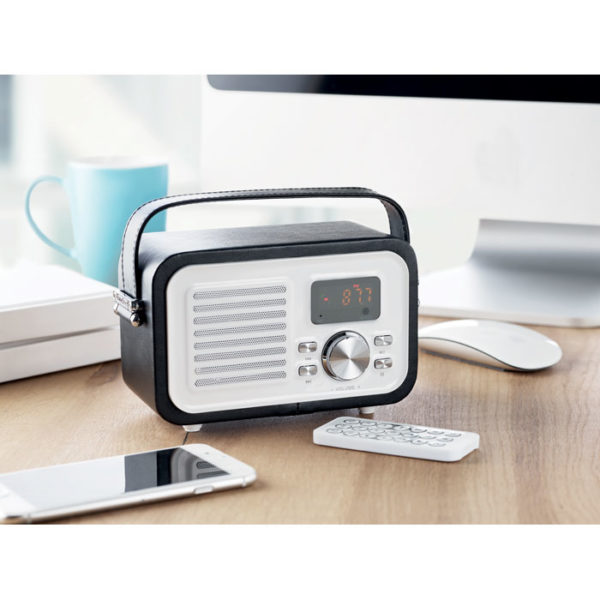 radio speaker bluetooth su scrivania